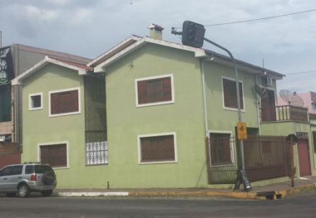EXCELENTE SOBRADO DE ESQUINA