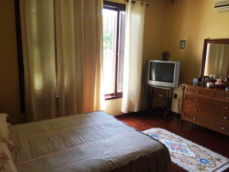Casa com 01 suíte e 03 dormitórios para venda em São Gabriel- RS